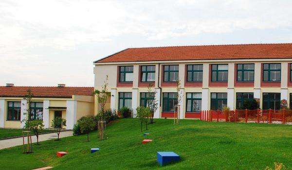 Mezinarodni skola atrium svah detail