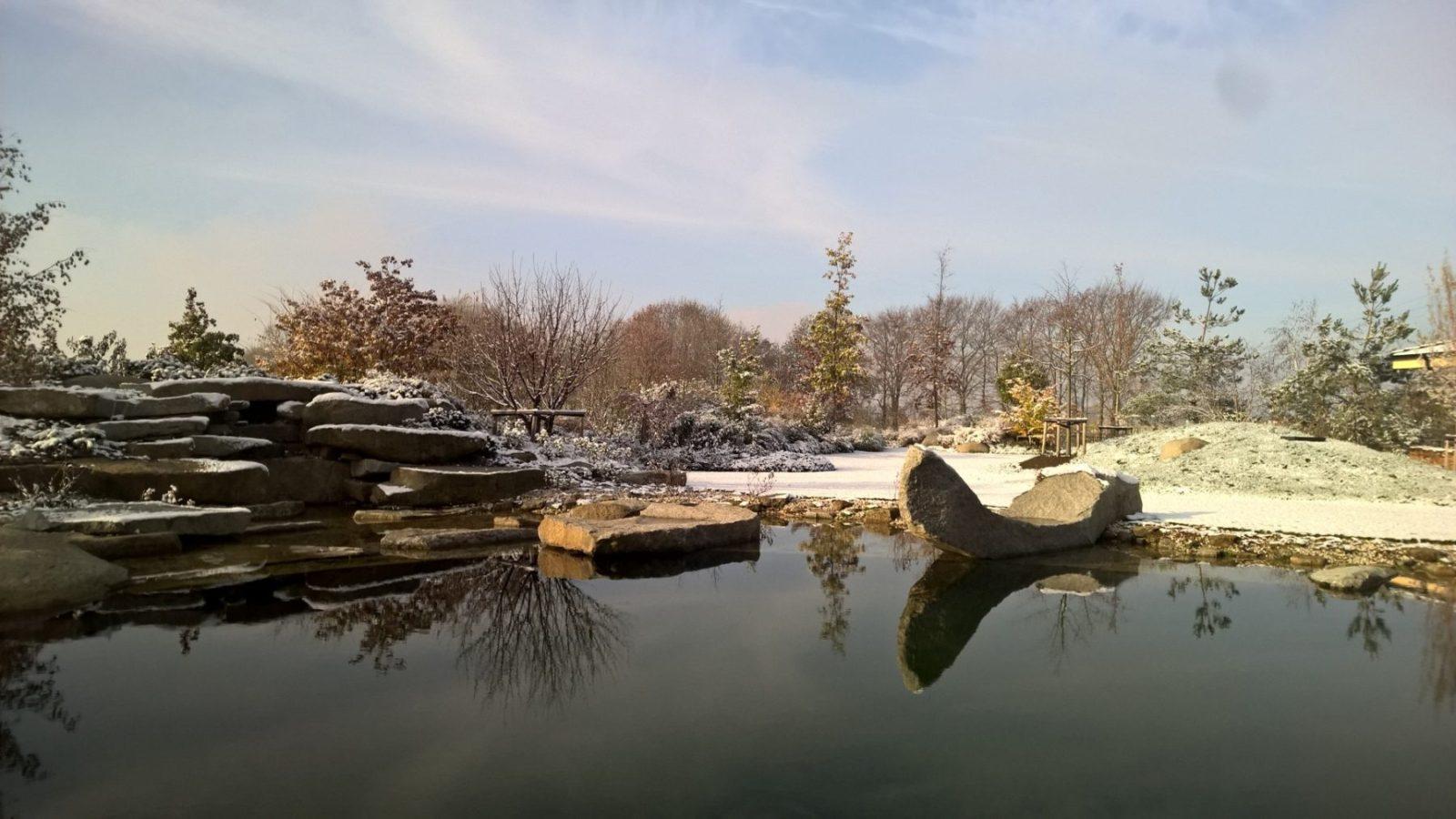 Jezero s kamennou gondolou v zimě